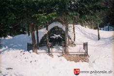 Pamätník obetí lavíny vKulichovej doline -(foto: D.Rakyta)
