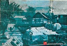Polievanie plátna -Typický obrázok zPohorelej: rozostreté ľanové plátno nariečke Pohorelka, ktorá tečie celou dedinou.