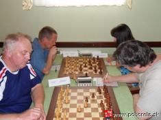 FIDE Open Pohorela 2010-- Súboj členov výboru KŠZ B.Bystrica Kanoš J. - Toma .Rudolf; skončil víťazstvom domáceho    Od1.8. - 7.8.2010 sa konal šachový turnaj už 10.ročník šachového turnaja Fide Open Pohorelá.   Oproti predošlým ročníkom turnaj bol vt