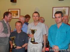 FIDE Open Pohorela 2010-- Traja najlepší zľava tretí V.Giertli, vstrede - víťaz GM Tomáš Likavský, vpravo celkovo druhý GM Mikuláš Maník    Od1.8. - 7.8.2010 sa konal šachový turnaj už 10.ročník šachového turnaja Fide Open Pohorelá.   Oproti predošlým