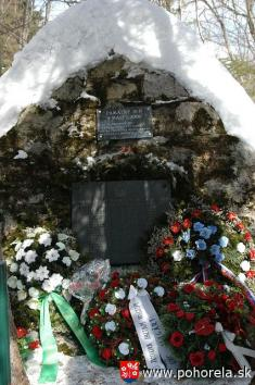 Lavínové nešťastie lesných robotníkov 1956-8.3.2006 - Mohyla vKulichovej doline