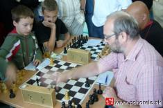 Šachový týždeň 2009-- Naturnaji: posledné sekundy skúsenosť p.Jurčišin zKošíc proti talentovanému Viktorovi Haringovi zJunior B.Bystrica - čo rozhodne?