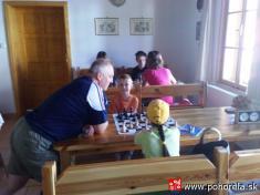 Šachový týždeň 2009-Už som naokraji síl - musím sa oprieť - oproti Danielko Pompura aAmka Kotočka
