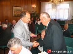 Ocenení protifašistickí bojovníci -V piatok 20.8.2010 vobradnej miestnosti Mestského úradu vBrezne zaprítomnosti zástupcu primátora mesta Bc. Jána Račáka odovzdal konzul Generálneho konzulátu Ukrajiny vPrešove Mgr. Juriy Koliadynskyi pamätné medaily ú