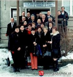 STRETNUTIE JUBILANTOV -sa uskutočnilo vPohorelej dňa 13.februára 2010.Pohorelčanov apohorelských rodákov, ktorí sa narodili vroku 1959a ktorí strávili detstvo iškolské roky vPohorelej, privítal slávnostným príhovorom vobradnej sieni Obecného úrad