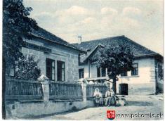 Pohorelá - 1926-budova Potravinového družstva (teraz Pohostinstvo Malecká) astaré MNV (teraz predajňa Bartrans)