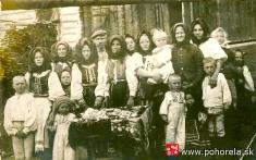 Pohreb malého dieťaťa -foto okolo r. 1930