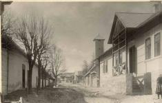 1931 - Hožova (teraz Nová) ulica: vpravo obecný dom, zaním hasičská strážnica, oproti obecnému domubudova Potravného družstva