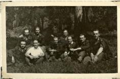 1954 - hasičské družstvo Pohorelej: Naobrázku je najvzornejšie družstvo vokrese Brezno (družstvo zPohorelej), ktoré vroku 1954vyhralo druhú cenu vcelokrajskej súťaži vMôťovej