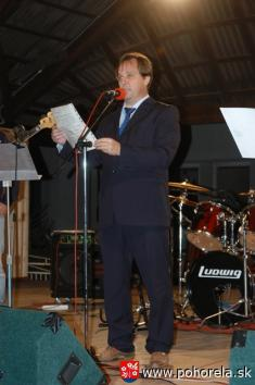 400 -Starosta obce Ing.Jozef Kalman otvára vpiatok večer Dni obce Pohorelá 2012  (Foto: P.Brenčič)