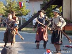 Dni obce 2013-Spoločnosť veselých šermiarov zBanskej Bystrice  CASSANOVA - predviedli istrelné zbrane (foto: M.Datková)