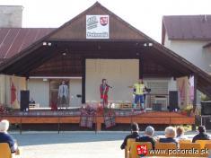 Dni obce 2013-Popoludňajšiu zábavu rozprúdila napódiu amfiteátra úsmevno- zábavná hudobná skupina východňarov TRAKY zČane pri Košiciach