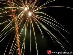 Dni obce 2013-Sobotňajší program ukončil polnočný ohňostroj abalóny šťastia.